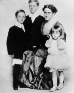 Elizabeth Peters with her children
